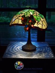 Lampa w technice witrażu Tiffany`ego z motywem winogron. Projekt autorski
