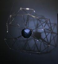 Szklana rzeźba z transparentnych prętów- technika lamworking (palikowa)